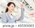ビジネスウーマン(通勤ースマホ) 撮影協力「京王電鉄株式会社」 40593063