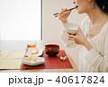 朝食を食べる日本人ミドル女性 40617824