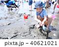 潮干狩りの楽しむ子供 40621021