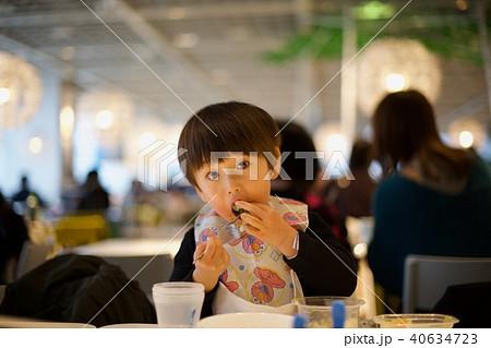 2歳児の男子/外食 40634723