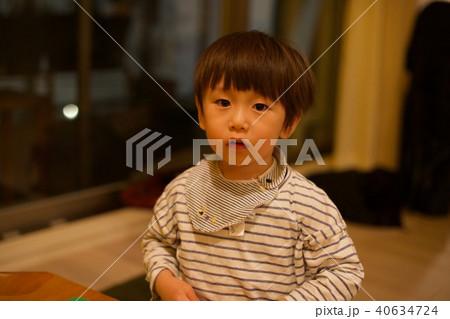 2歳児の男子/無表情 40634724