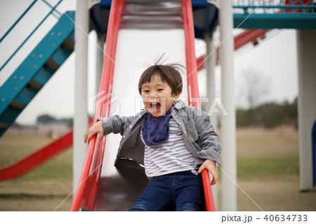 2歳児の男子/滑り台 40634733
