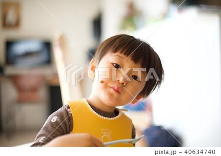 2歳児の男子/ご飯エプロン 40634740
