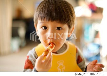 二歳児の日常/くわえる 40634862