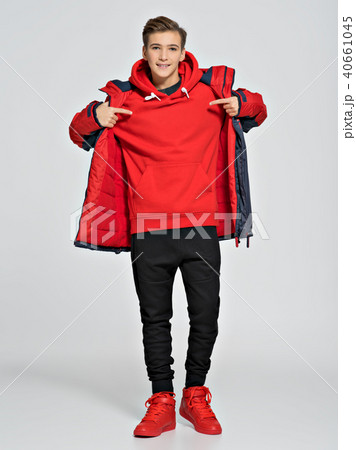 Teenager wears fashionable fall clothes 40661045