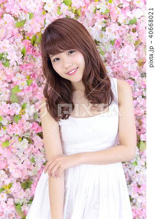 若い女性 ヘアスタイル 40668021