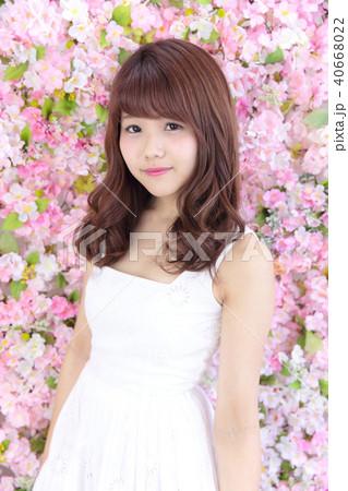 若い女性 ヘアスタイル 40668022