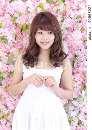 若い女性 ヘアスタイル 40668024