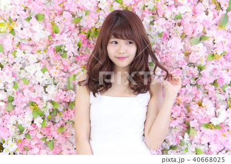 若い女性 ヘアスタイル 40668025