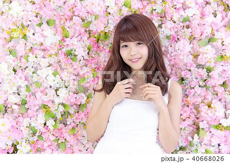 若い女性 ヘアスタイル 40668026