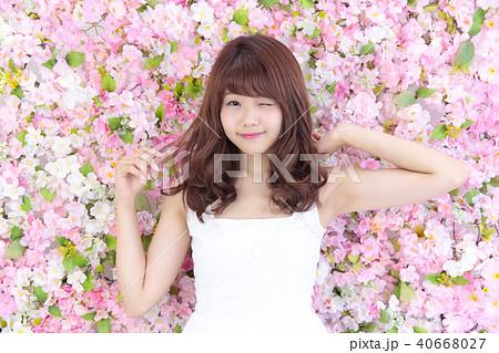 若い女性 ヘアスタイル 40668027
