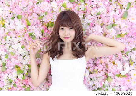 若い女性 ヘアスタイル 40668029