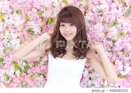 若い女性 ヘアスタイル 40668030