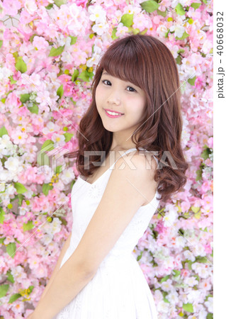 若い女性 ヘアスタイル 40668032