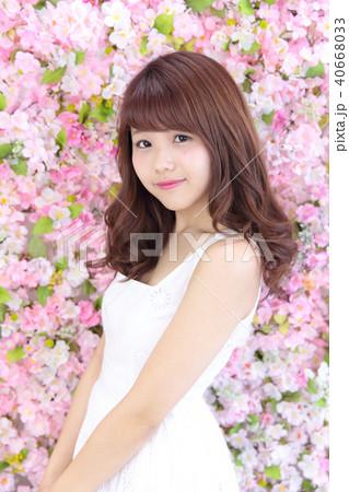 若い女性 ヘアスタイル 40668033