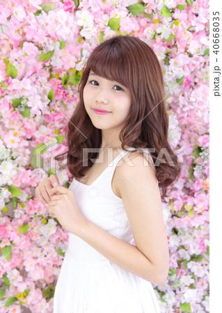 若い女性 ヘアスタイル 40668035
