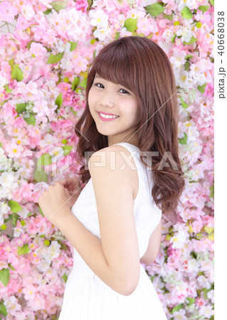若い女性 ヘアスタイル 40668038