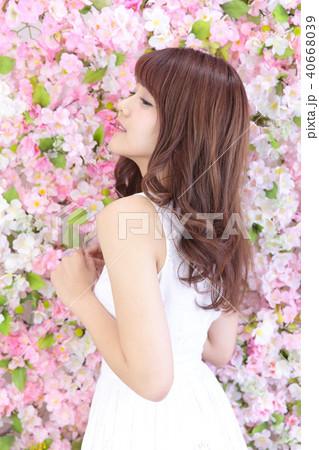 若い女性 ヘアスタイル 40668039