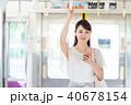 ビジネスウーマン(電車・スマホ) 40678154