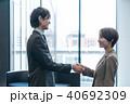 ビジネス ビジネスマン 握手の写真 40692309