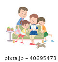パンフレットを見ている家族 夏 40695473
