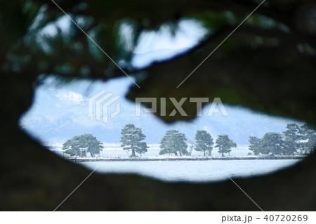 宍道湖(しんじこ)の冬、雪の嫁ヶ島の写真 40720269