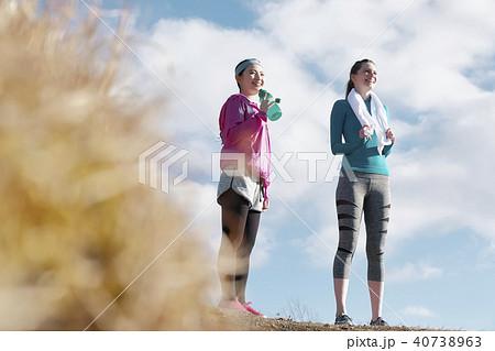 富士山 外国人 女性 フィットネス 水分補給 40738963