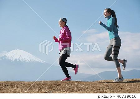 富士山 外国人 女性 ランニング 40739016