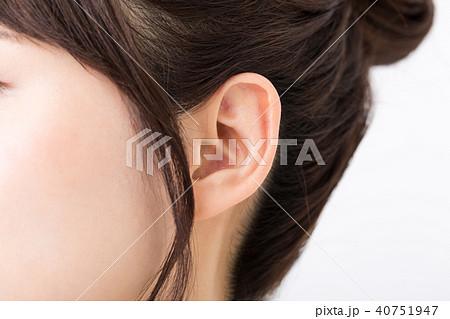 耳 女性 40751947