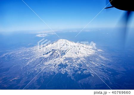 飛行機の窓から 鳥海山 40769660