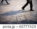 歩く ビジネスマン 男性の写真 40777420