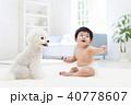 赤ちゃんと白いトイプードル 40778607
