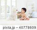 赤ちゃんと白いトイプードル 40778609