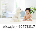 赤ちゃんと白いトイプードル 40778617