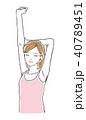 背伸びをする女性 40789451