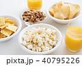 お菓子 ポップコーン ポテトチップスの写真 40795226
