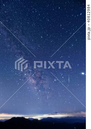 大菩薩嶺付近から見る夏の天の川と流星 40812984