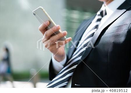 ビジネスマン スマホ 40819512