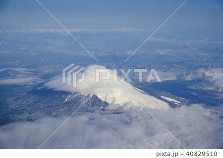 笠雲がかかった富士山2 40829510