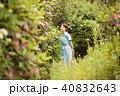 一人旅 女性 庭の写真 40832643
