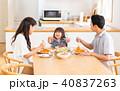 食事 家族 ダイニングの写真 40837263