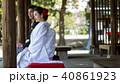 屋外 座る 結婚の写真 40861923