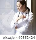 女性 窓辺 女医の写真 40862424