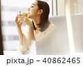 女性 一人 カフェの写真 40862465