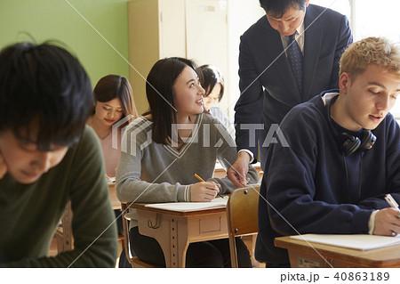 学校 インターナショナル 授業風景 40863189