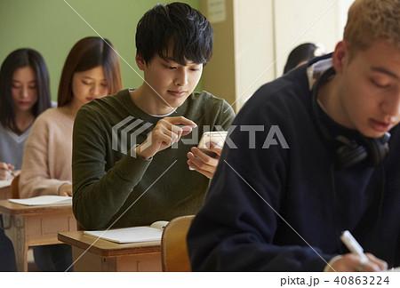 学校 インターナショナル 授業風景 スマホ 40863224