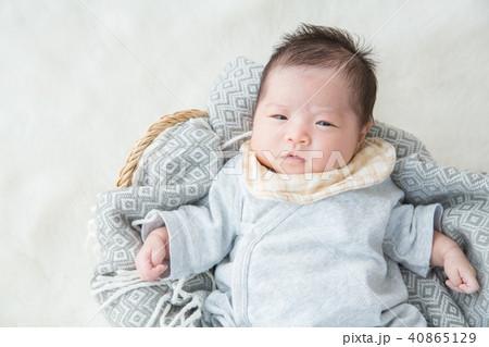 眩しそうな赤ちゃん 40865129