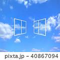 窓の外に青空が見える 40867094