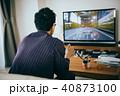 テレビゲームに熱中する若い日本人男性 40873100