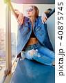 バルコニー 服 服装の写真 40875745